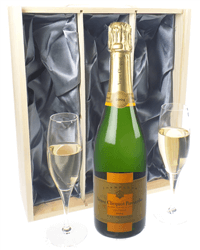 Veuve Vintage Champagne Gift Set With Flute Glasses