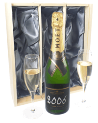 Moet Vintage Champagne Gift Set With Flute Glasses