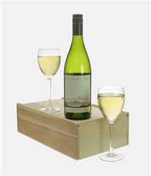 Cloudy Bay Sauvignon Blanc Wine and Glasses