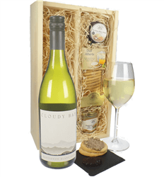 Cloudy Bay Sauvignon Blanc Wine & Gourmet Food Gift Box