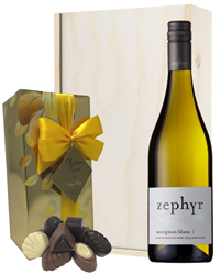 New Zealand Sauvignon Blanc White Wine and Chocolates Gift Set in Wooden Box