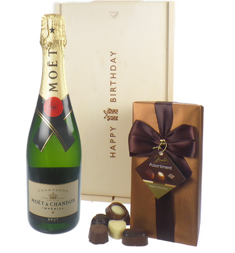 03588180-3ce7-489c-8fe4-6e84bbf87328-moet-chandon -nv-champagne-and-chocolates-birthday-gift.png