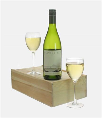 Cloudy Bay Sauvignon Blanc Wine and Glasses