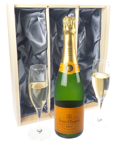 Veuve Clicquot Champagne Gift Set With Flute Glasses